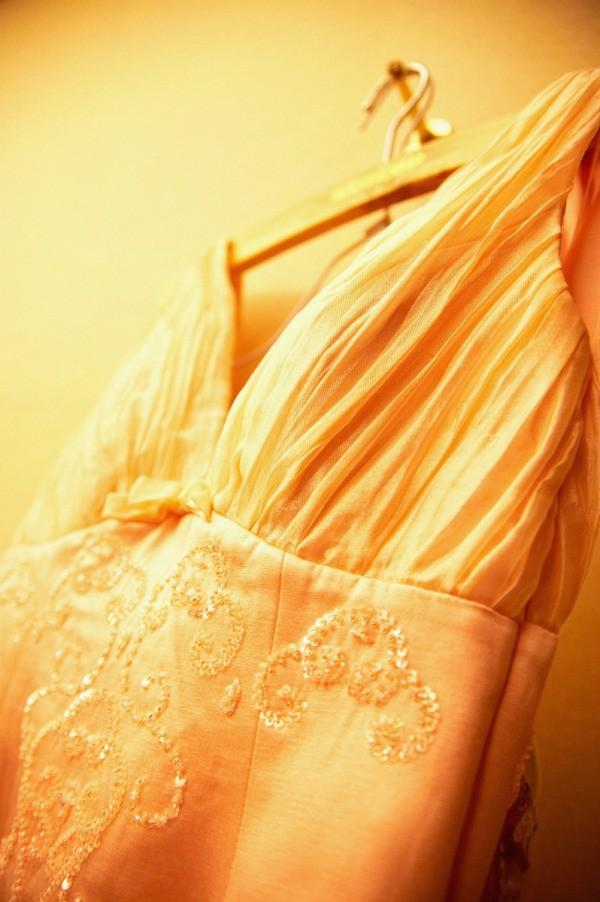 whitening a yellowed wedding dress thriftyfun. Black Bedroom Furniture Sets. Home Design Ideas