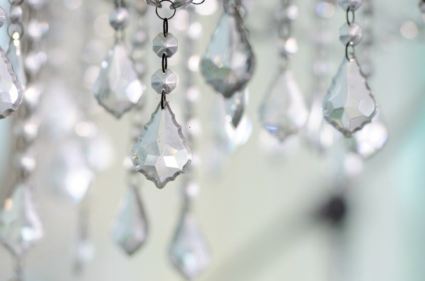 lampadario goccia : Make your own crystal chandelier. You can start with a faux crystal ...