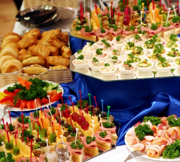 Inexpensive Finger Food Party Idea: Preparing Food For A Large Group