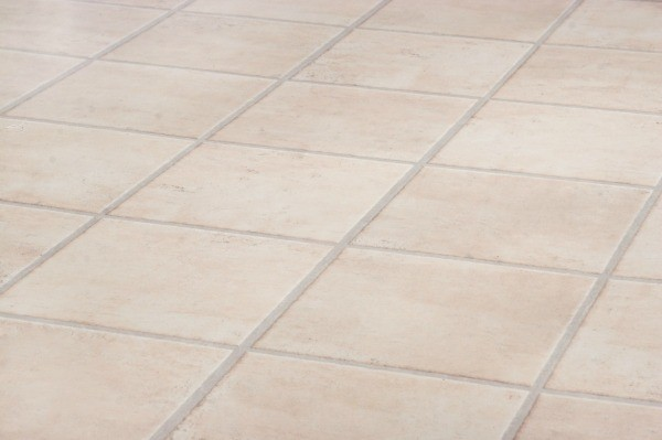 Fixing cracks in ceramic floor tile thriftyfun for Carrelage beige 30x30