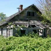 Photo of an old, abandoned house.