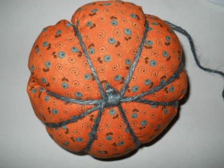 View of knot on bottom of pumpkin and jute used to make ridges.