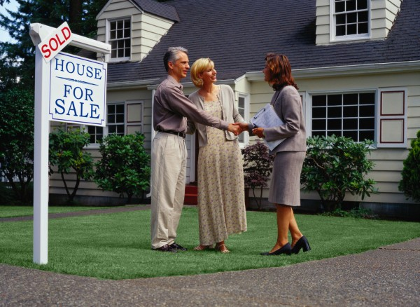Choosing a Real Estate Agent to Sell Your House