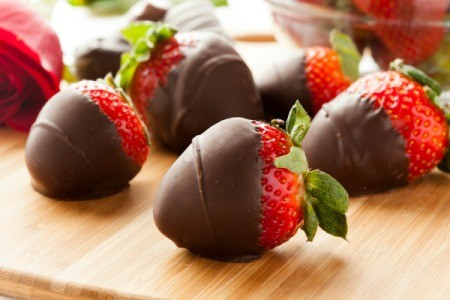 Chocolate cover strawberries, a great treat for frugal entertaining.