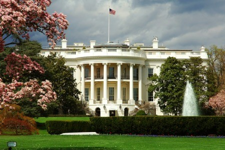 Beautiful photo of the White House in Washington DC.