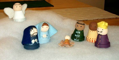 Small clay pot nativity characters.