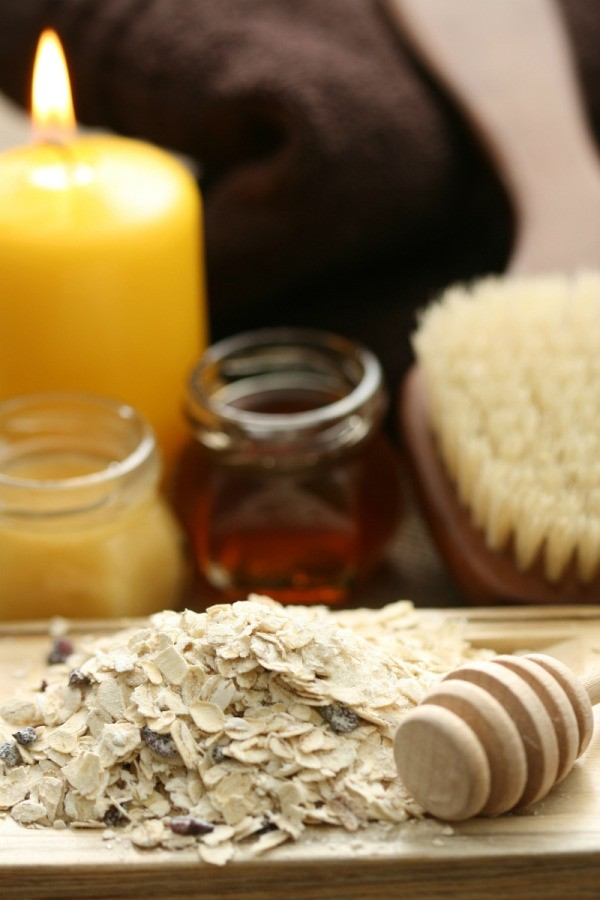 Preparing Oatmeal Facial Scrubs