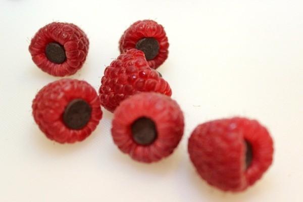 Chocolate Stuffed Raspberries | ThriftyFun