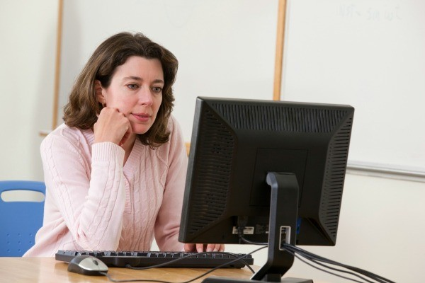 Woman using a PC.