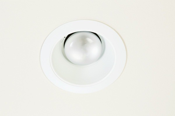 how to change light bulb in high ceiling