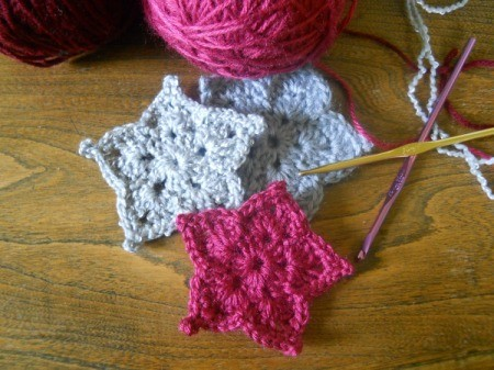 three stars with yarn and hooks