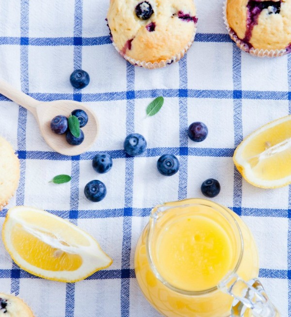 blueberry muffins with lemon sauce