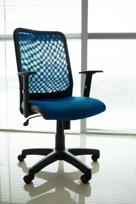 mesh backed pneumatic office chair