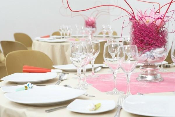 Banquet table decoration ideas thriftyfun for Decoration de table