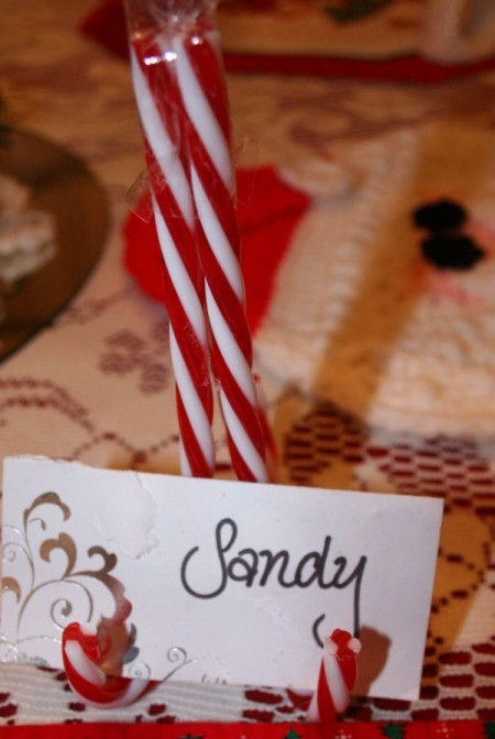 A candy cane place card