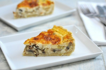 Vegetarian quiche with mushrooms.