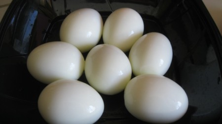 Peel Hard-boiled Eggs Quickly