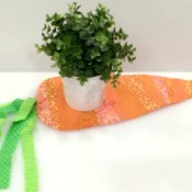 Mini Carrot Table Runner