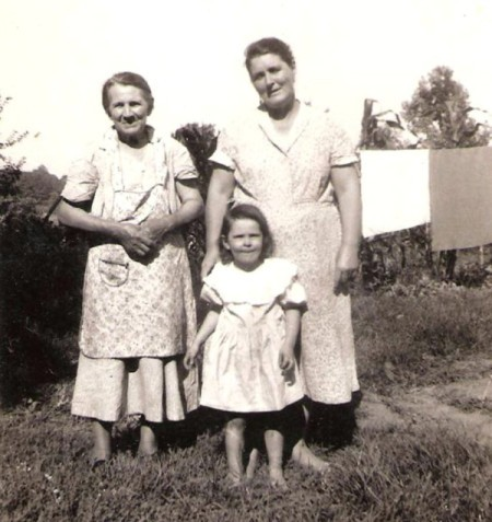 An old fashioned black and white photo of a family.