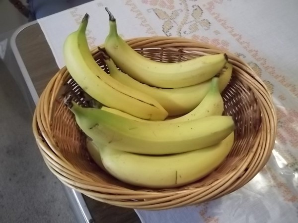 A bowl of separated bananas.