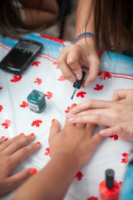 decorating fingernails