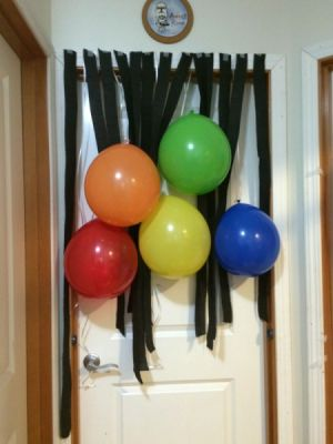 Homemade birthday party decorations thriftyfun for Balloon and streamer decoration ideas
