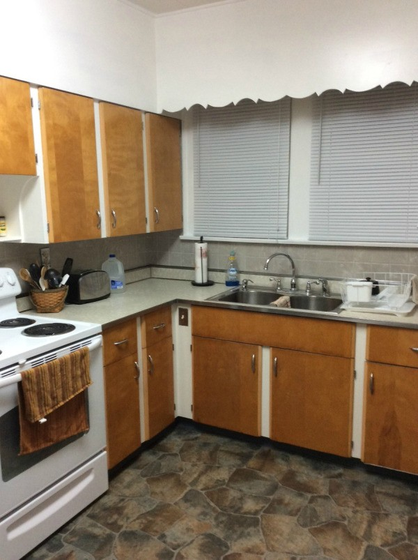 Kitchen paint color advice thriftyfun for Retro kitchen paint colors