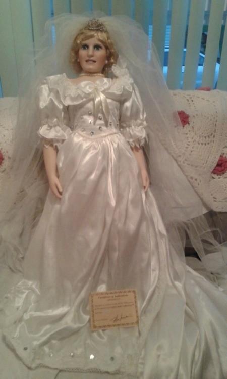 Ashley Belle Porcelain Keepsakes Doll   #582118