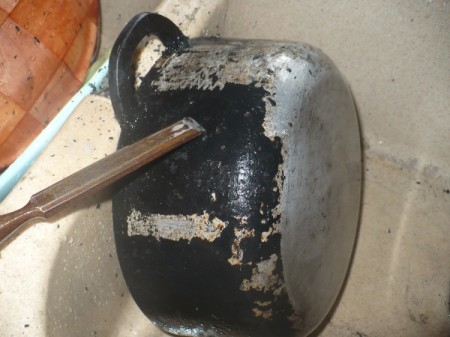 Cleaning and Restoring a Macocotte Dutch Oven