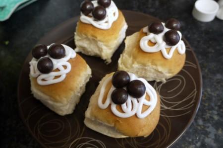 how to make jam and cream buns