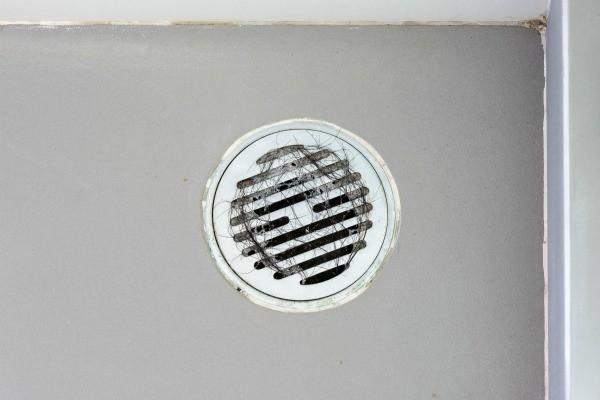 unclogging a shower drain thriftyfun. Black Bedroom Furniture Sets. Home Design Ideas