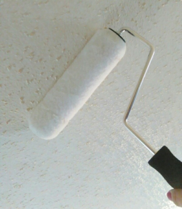Using a paint roller to clean ceiling. - Cleaning A Textured (Popcorn) Ceiling ThriftyFun