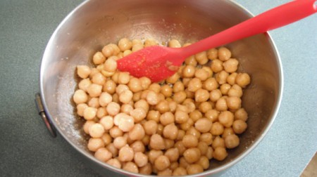 seasoned chickpeas in bowl