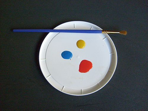 Plastic Lids as Paint Palettes and Crafting Surfaces - dabs of paint on plastic lid