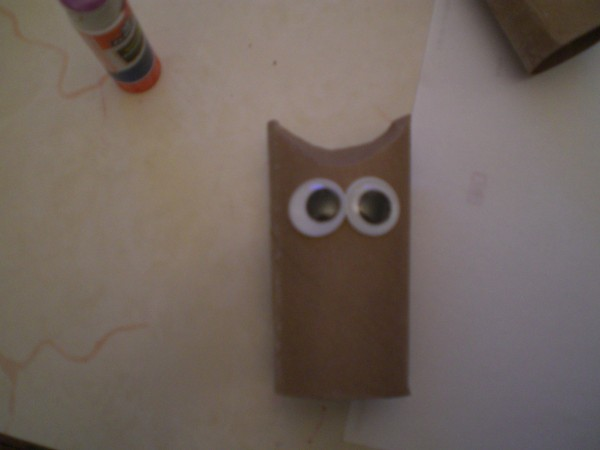 How to make a toilet paper tube owl valentine thriftyfun for Toilet paper tube owls