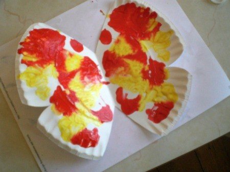 Make a Spring Butterfly from a Paper Plate - open plate