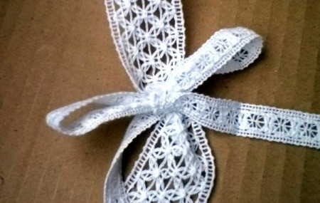 Easy Lace Bookmark - tie a bow