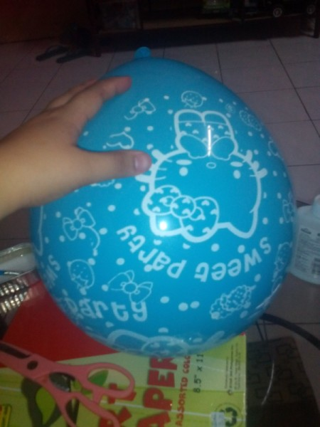 DIY Piñata - inflate the balloon for the mold