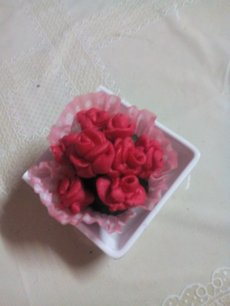 making flower with 3 Ingredient Fondant