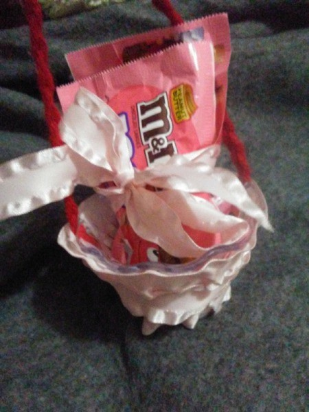 Mini Easter Basket with Candy - place candy in dish basket