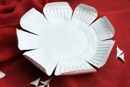 Paper Plate Flower - plate with all petals trimmed