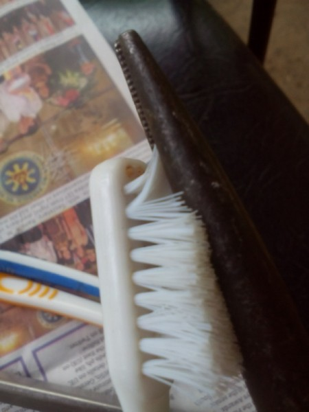 Toothbrush Bracelet - remove bristles using the pliers