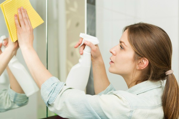 How to clean white streaks on bathroom mirror thriftyfun for How often to clean bathroom