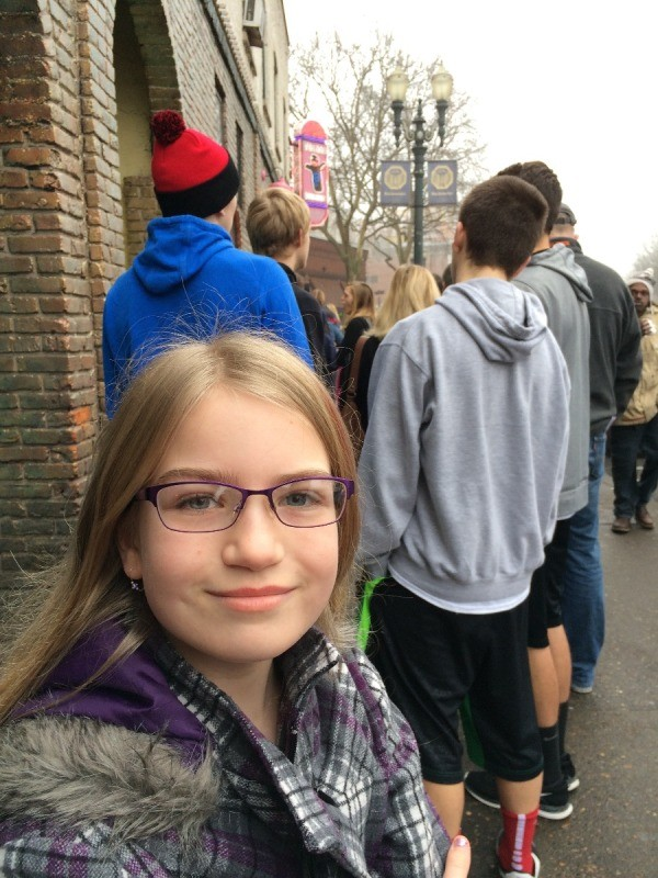 Visting Voodoo Doughnuts (Portland, OR) - line outside the shop