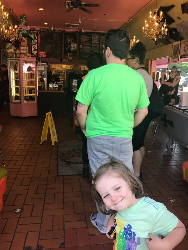 Visting Voodoo Doughnuts (Portland, OR) - waiting in line