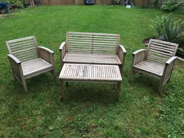 refinishing teak outdoor furniture thriftyfun. Black Bedroom Furniture Sets. Home Design Ideas