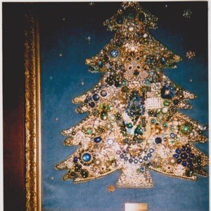 Jewelry Christmas Trees.Making A Costume Jewelry Christmas Tree Thriftyfun