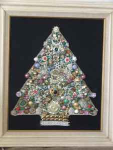 RE: Costume Jewelry Christmas Wall Hanging