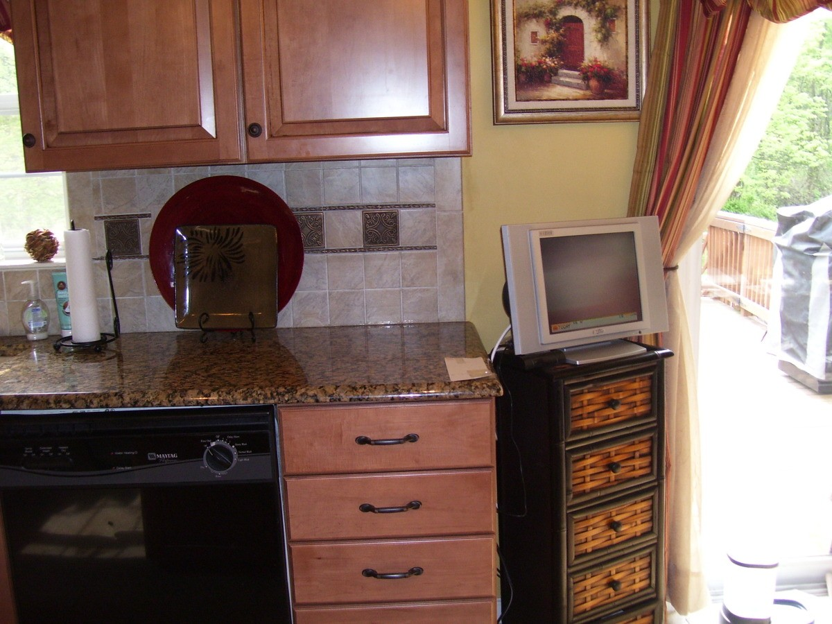 Paint Color Advice for Kitchen with Mocha Maple Cabinets ... on What Color Backsplash With Maple Cabinets  id=51863
