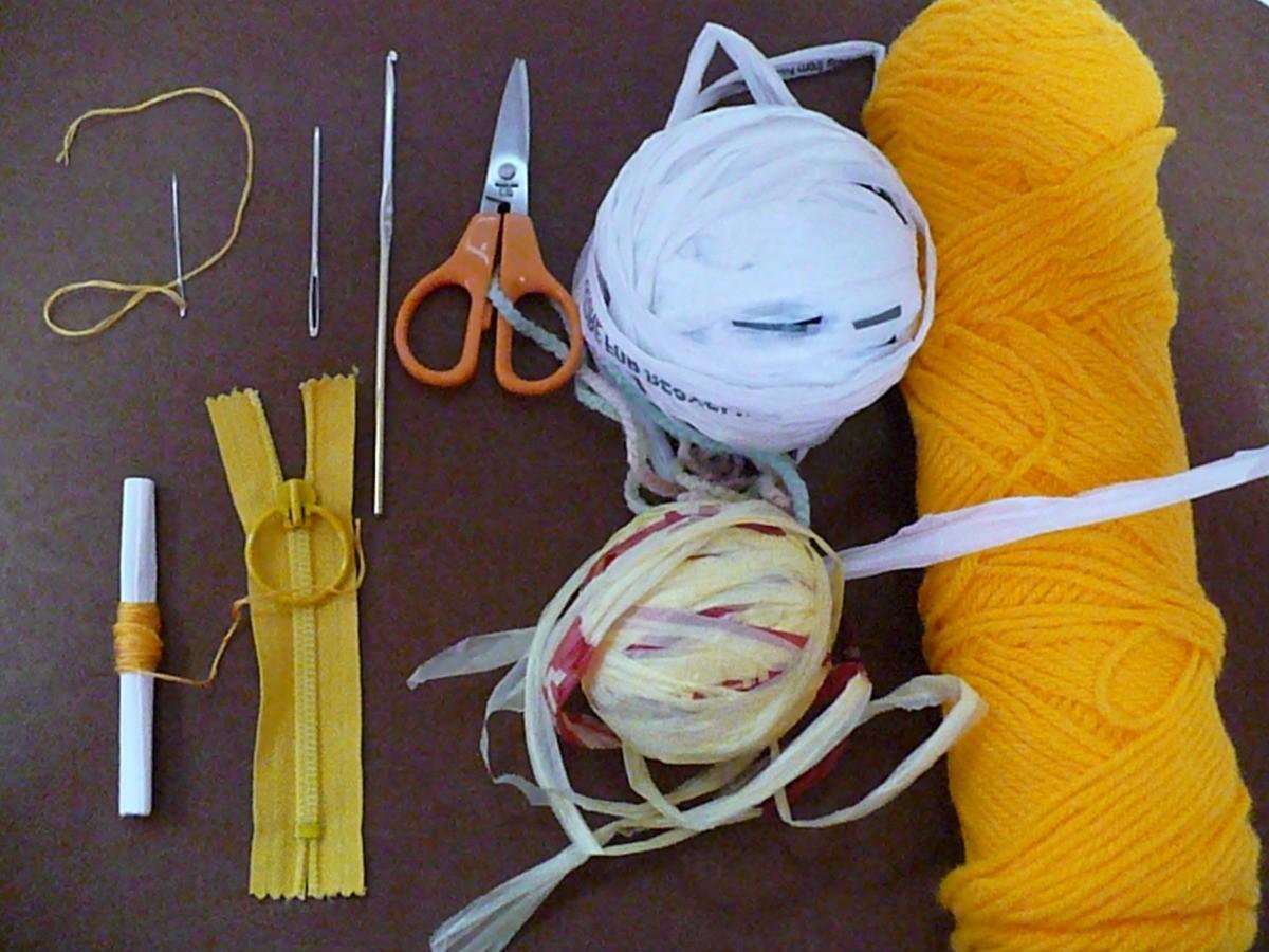 Cream Plarn and Yarn Coin Purse with Zipper